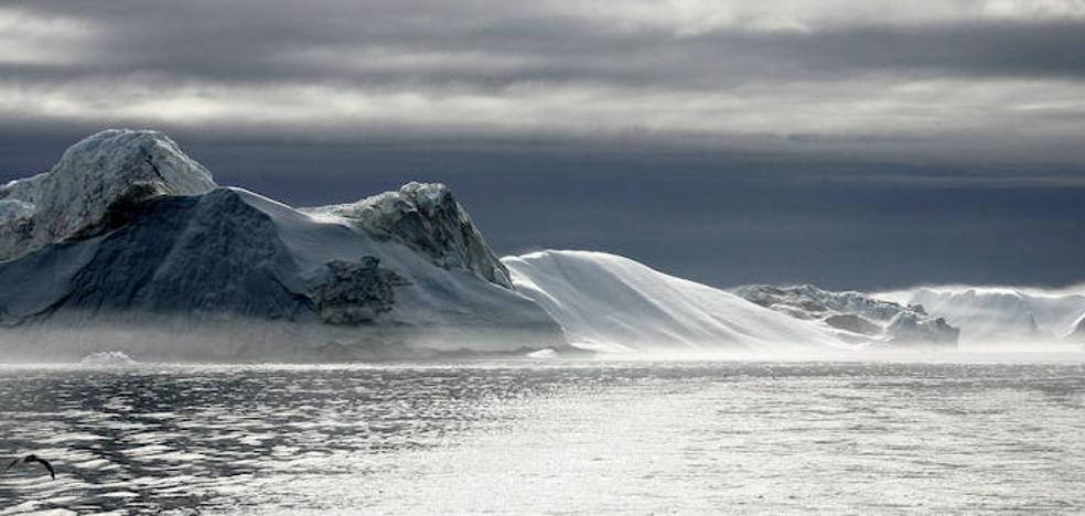 Las ballenas de Groenlandia utilizarían las rocas para facilitar el desprendimiento de la piel