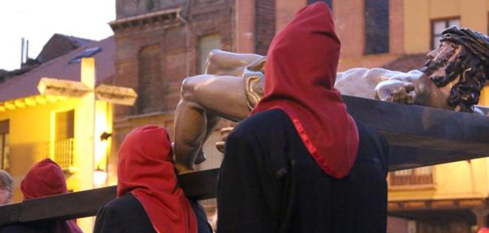 El Viacrucis de la Redención 'se cae' de la Semana Santa de León