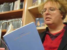 Luis Artigue se pone 'cara a cara' al lector con su poemario 'La ética del fragmento'