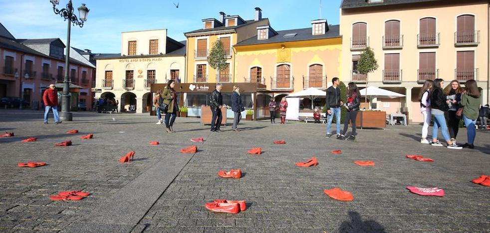 160 pares de 'Zapatos Rojos' rinden homenaje en Ponferrada a las mujeres víctimas de violencia machista