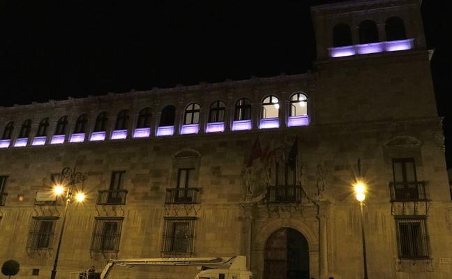 El Palacio de los Guzmanes se tiñe de color