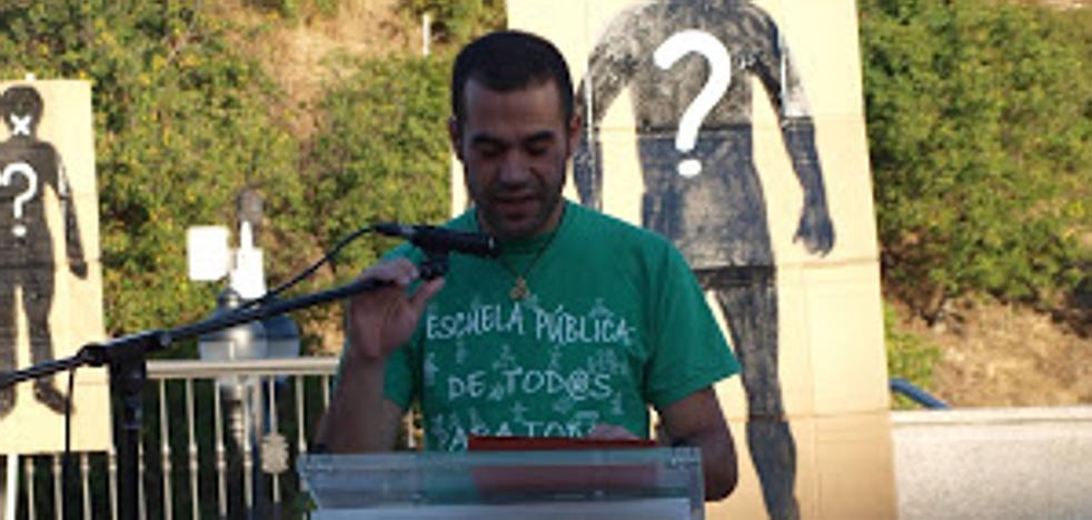 Abel Aparicio presenta en Albares de la Ribera su viaje en bicicleta por 'La ruta del Tuerto'