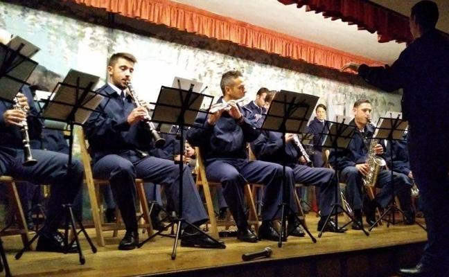 Alumnos del colegio Sagrado Corazón asisten a un concierto de la Banda de música de la Academia Básica del Aire