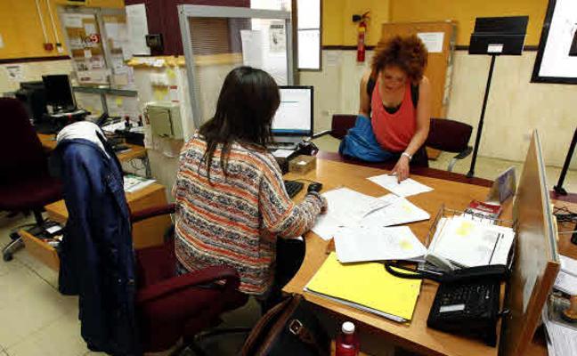 Un funcionario del Estado cobra hasta 21.600 euros menos que un empleado autonómico