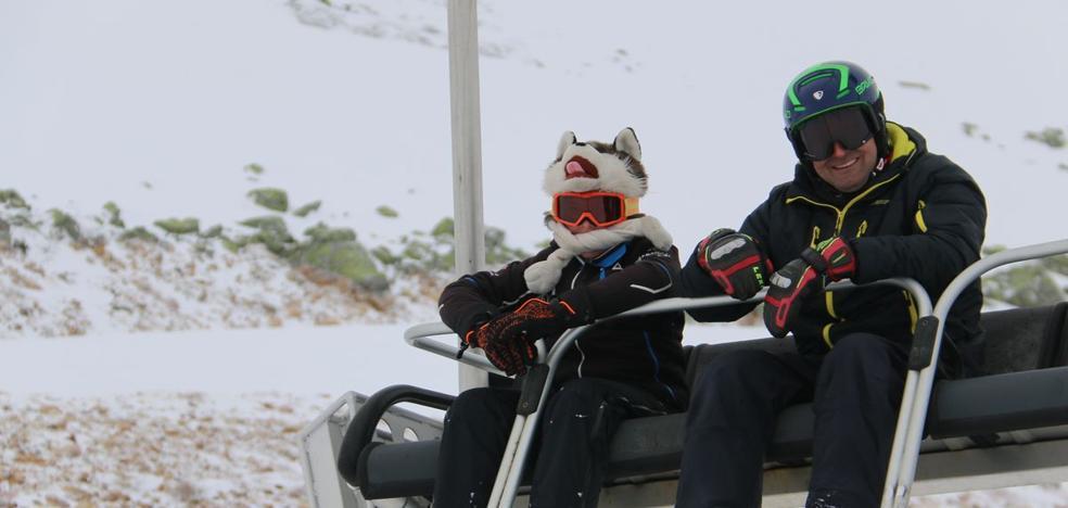 San Isidro abre la temporada con más de un millar de esquiadores y buenas previsiones para este invierno