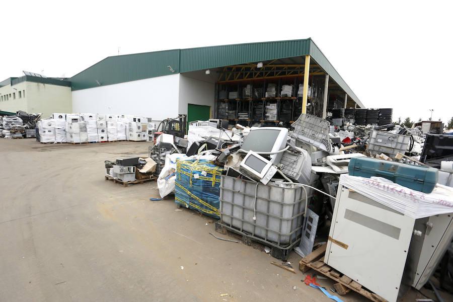 Visita a la planta de reciclaje de Iluinion en La Bañeza