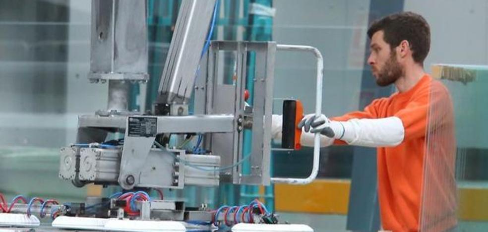 La producción industrial cae en octubre un 1,8%, frente a la subida nacional del 6,9%