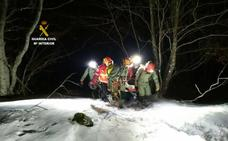 La Guardia Civil rescata a una montañera que cayó en una grieta de la Cueva de Valporquero