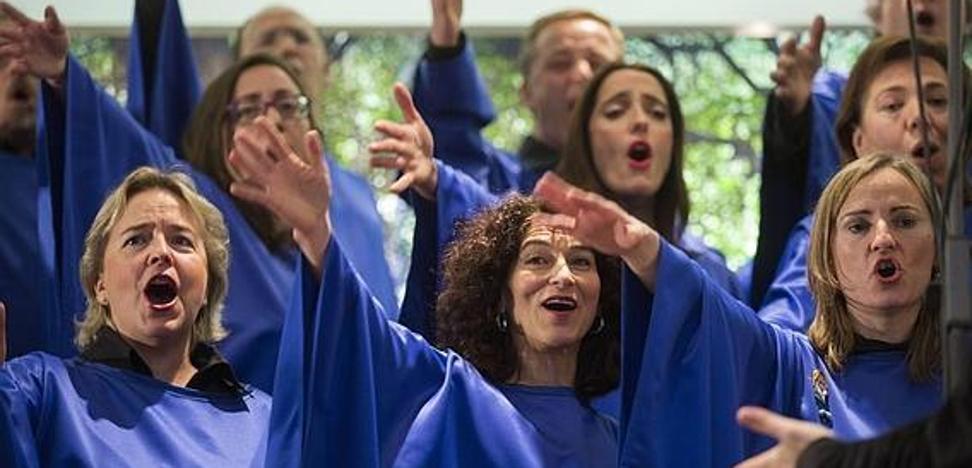Los 30 componentes del Coro Gospel 'Good News' actuarán el sábado desde la terraza de El Corte Inglés