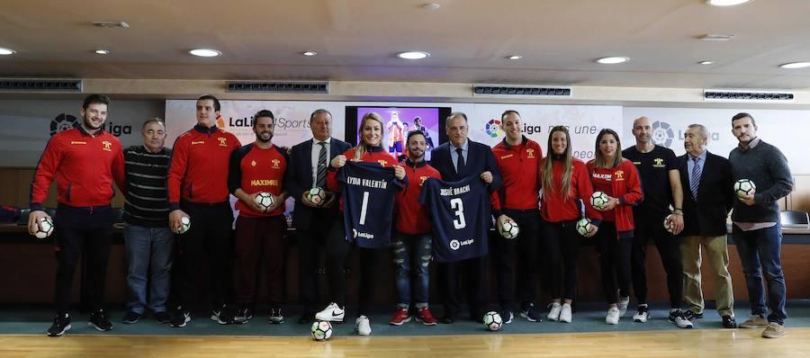 Recibimiento a Lydia Valentín y el equipo de halterofilia en la sede de La Liga