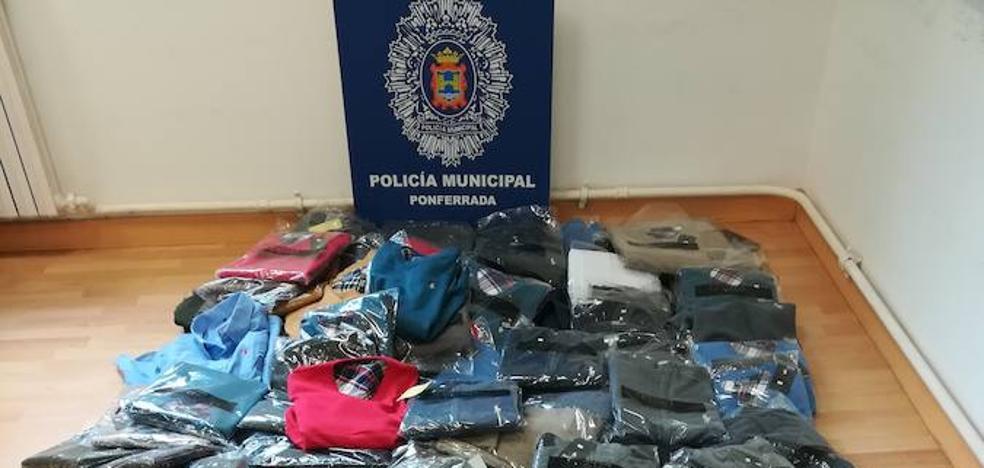 La Policía Municipal interviene 250 artículos falsificados en dos puestos del mercadillo semanal