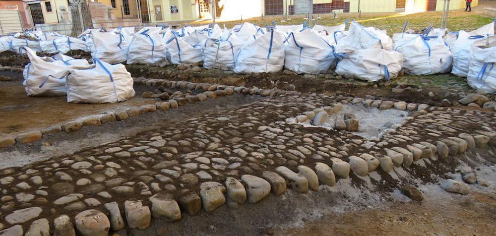 IU cuestiona la ejecución «a toda prisa» de las obras de la Plaza de Grano de León y pide la paralización de la obra