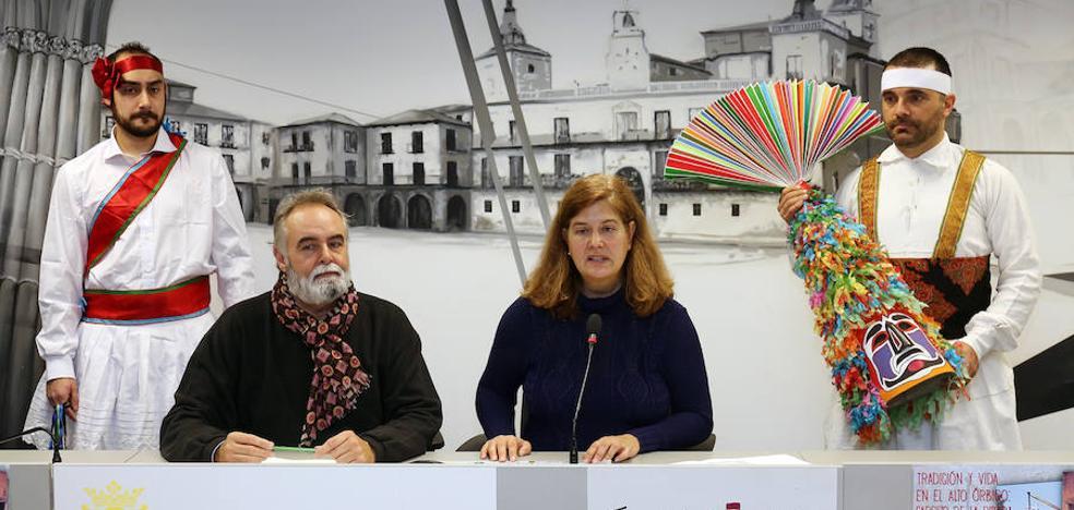 Los danzantes de Carrizo y los antruejos de Velilla 'invaden' León