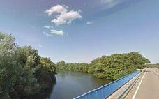 El río Bernesga, en niveles de alerta a su paso por la localidad de Alija de la Ribera