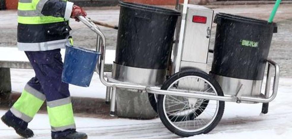 El Ayuntamiento negocia con los trabajadores «con el único límite de la ley» para evitar la huelga de basuras