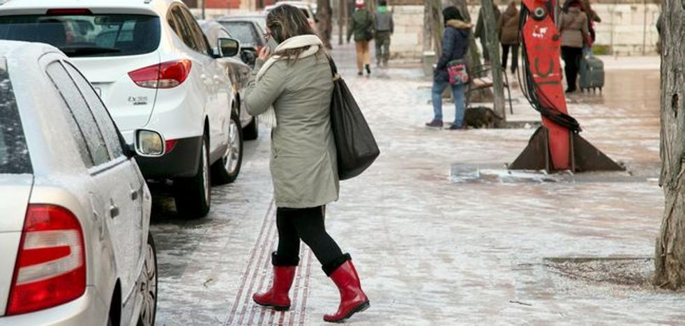 EL PSOE denuncia la inacción del Ayuntamiento de León en el acceso a edificios públicos ante las heladas