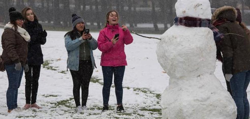 La nieve y el hielo evitan que 345 alumnos de la provincia de León puedan acudir a clase