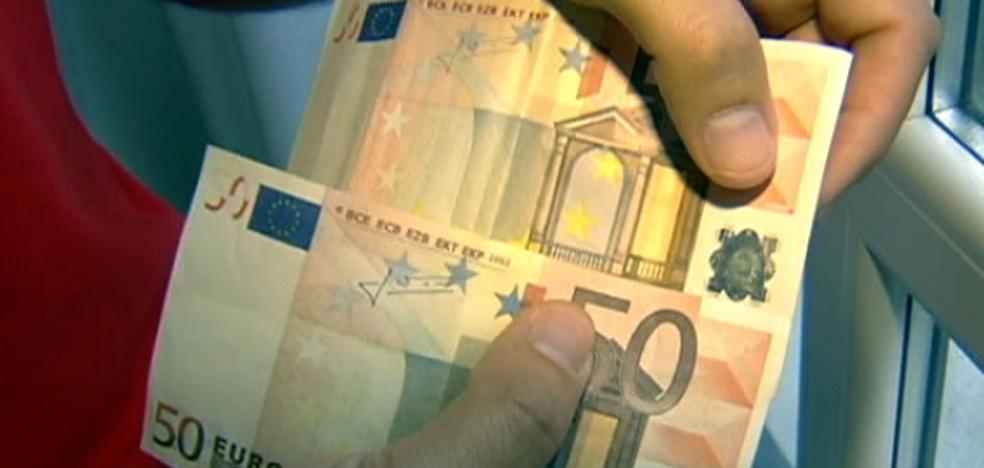 Tres años de prisión por intentar colar billetes de 50 euros falsos en comercios de Armunia