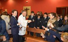 Peñacorada recibe a la Navidad con la bendición de las imágenes del Niño Jesús de los Belenes de las familias del colegio