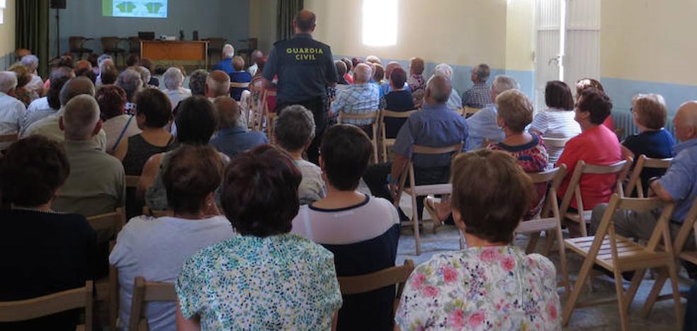 La Guardia Civil imparte 44 charlas a los mayores en la provincia de León