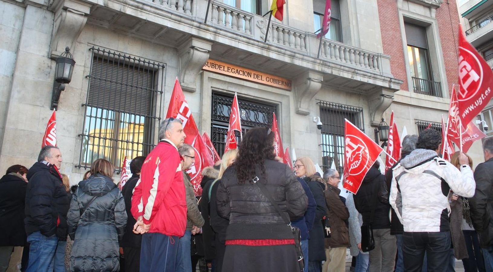 Los interinos se concentran frente a la Sudelegación del Gobierno