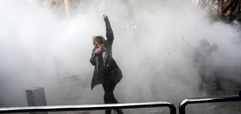 Irán bloquea el acceso a redes sociales y servicios de mensajería por las protestas