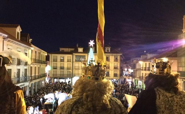 Astorga saluda el paso de los Reyes Magos