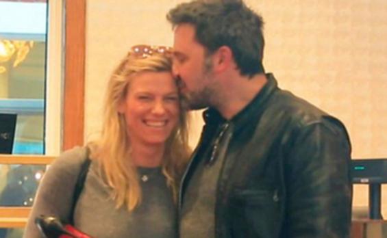 Ben Affleck y Lindsay Shookus demuestran su amor