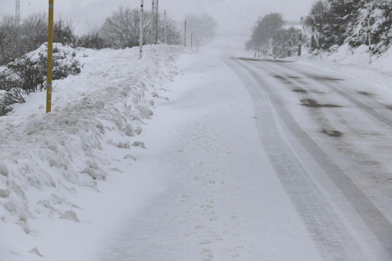 El hielo, la nieve y la ventisca, protagonistas en Pajares