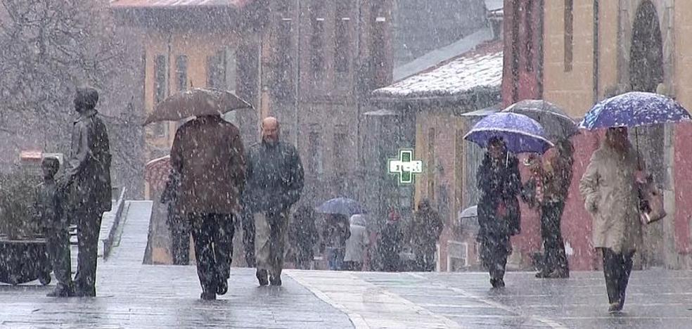 La nieve alcanza León capital y se extiende por toda la provincia