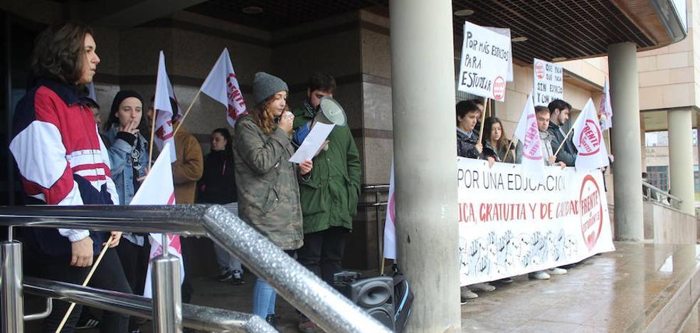 Los estudiantes de la ULE piden la apertura del Aulario en fines de semana y periodo de exámenes