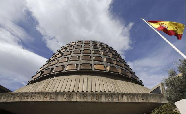 El TC advierte al Gobierno de que las CC AA deben gestionar la ayuda para el paro persistente