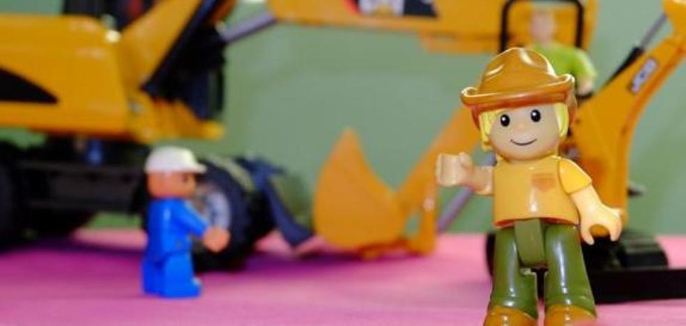 Cruz Roja Española en León entrega juguetes a 882 niños en la campaña navideña