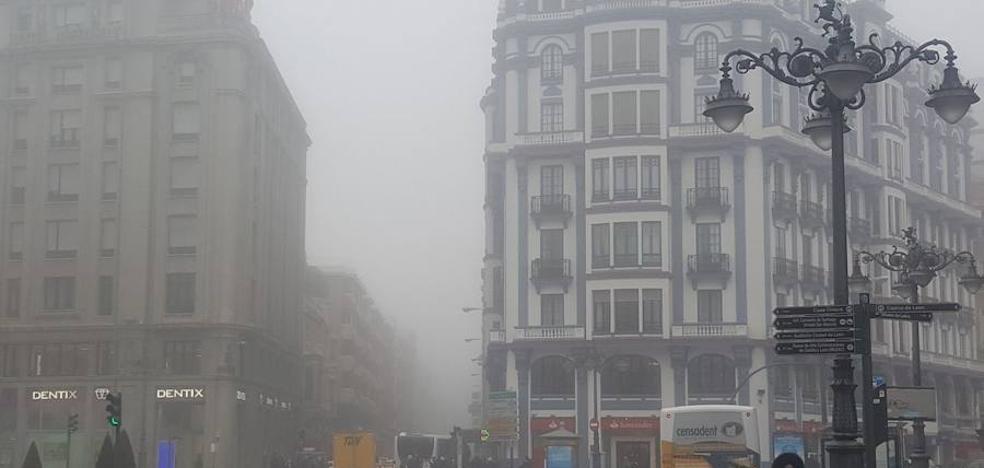 La niebla envuelve a León