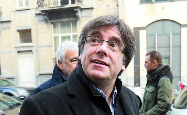 Puigdemont: «Si no fuera por un pueblo valiente ya seríamos un territorio subyugado con vuestra regencia»