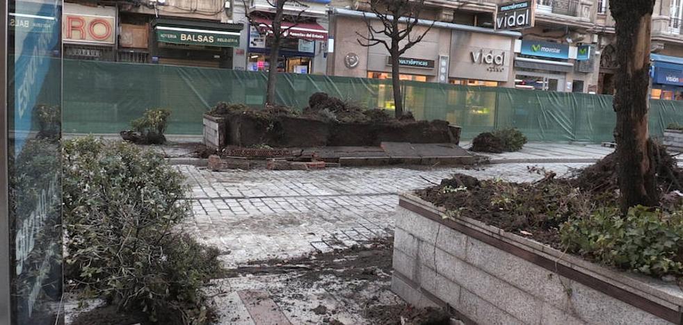 Ordoño II 'se desnuda' con la retirada de árboles, plantas y jardineras de la primera fase