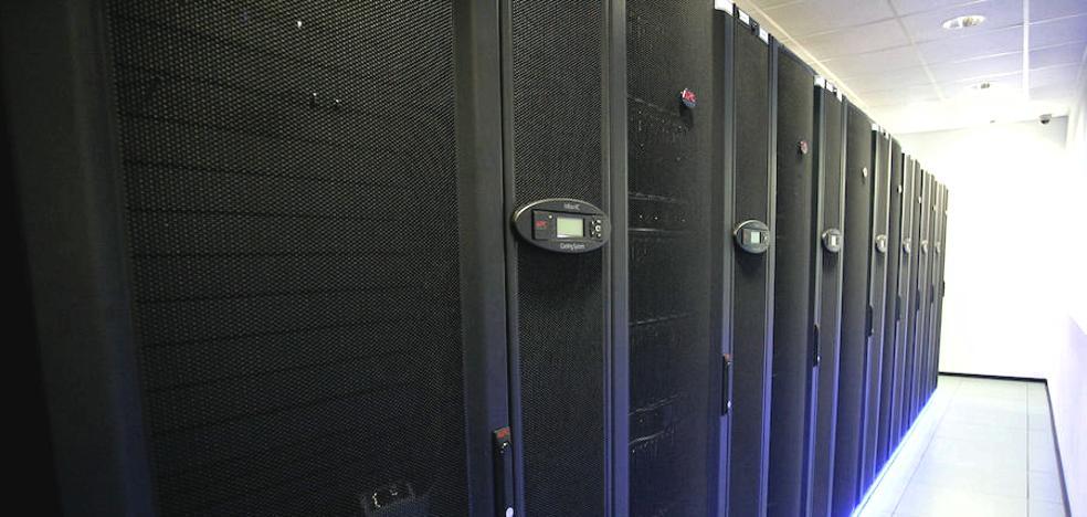 El superordenador 'Caléndula' conectará con una «potente» red de fibra óptica todos los centros educativos de Castilla y León
