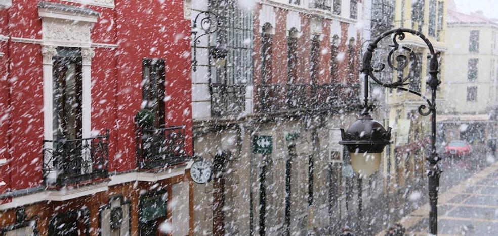 El Ayuntamiento recomienda extremar la precaución ante la alerta naranja de nevada en León