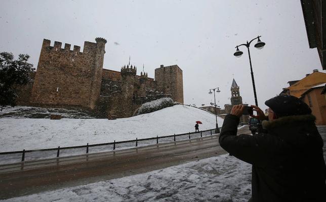 La nieve obliga al cierre del castillo de los Templarios de Ponferrada como medida de precaución