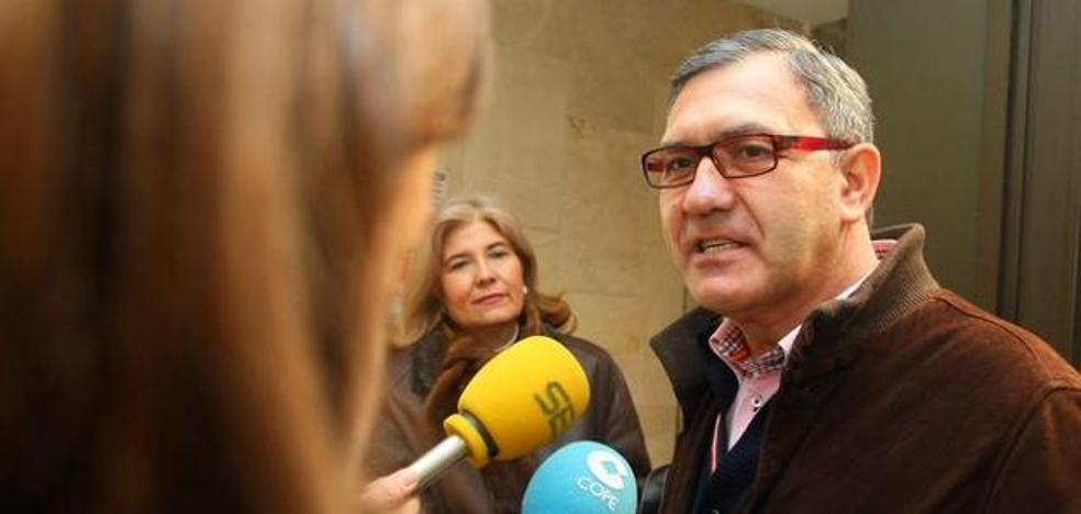 PSOE e IU en Cacabelos exigen a Adolfo Canedo que dimita como concejal y consejero comarcal