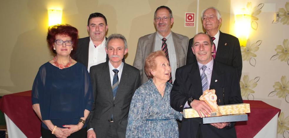 Juan Carlos López Mendaña recoge el premio a mejor 'Empresario del Año 2017' de la Asociación de Empresarios del Órbigo