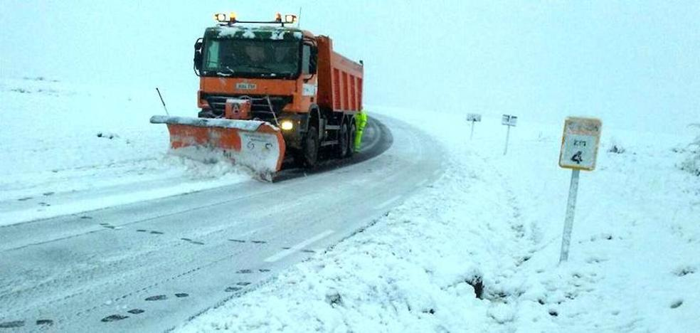 La nieve remite en la provincia aunque se necesitan cadenas en tres tramos para circular