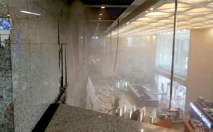 Más de 70 heridos al hundirse el techo del vestíbulo de la Bolsa de Yakarta
