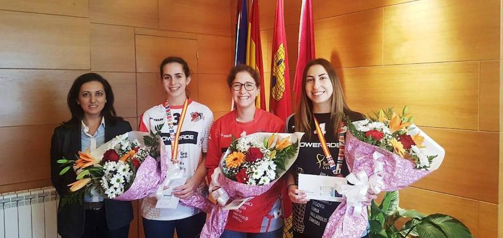 El Ayuntamiento de Santa María del Páramo recibe a sus dos heroínas