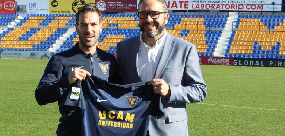 Julen Colinas, presentado con el UCAM Murcia