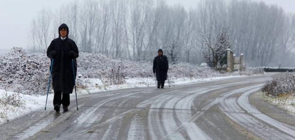 Rescatadas dos personas atascadas en la nieve con su vehículo entre Ferradillo y Campo de Las Danzas
