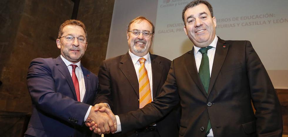 Castilla y León, Galicia y Asturias tejen en la «cuna parlamentaria de la Educación» los pilares del futuro pacto de Estado