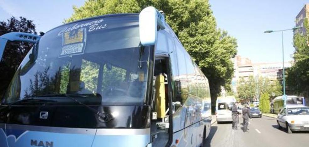 El sector del transporte interurbano de la provincia advierten de que están «a un paso» de la movilización