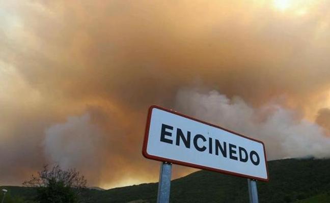 El alcalde de Encinedo agradece el «esfuerzo de todas las administraciones» para paliar los efectos del incendio de La Cabrera