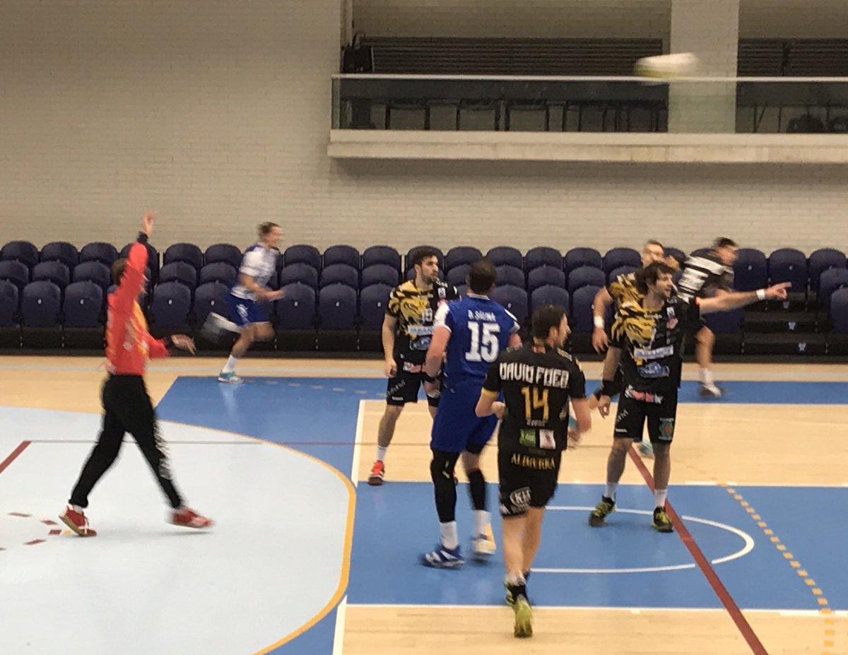 Oporto 31-24 Abanca Ademar